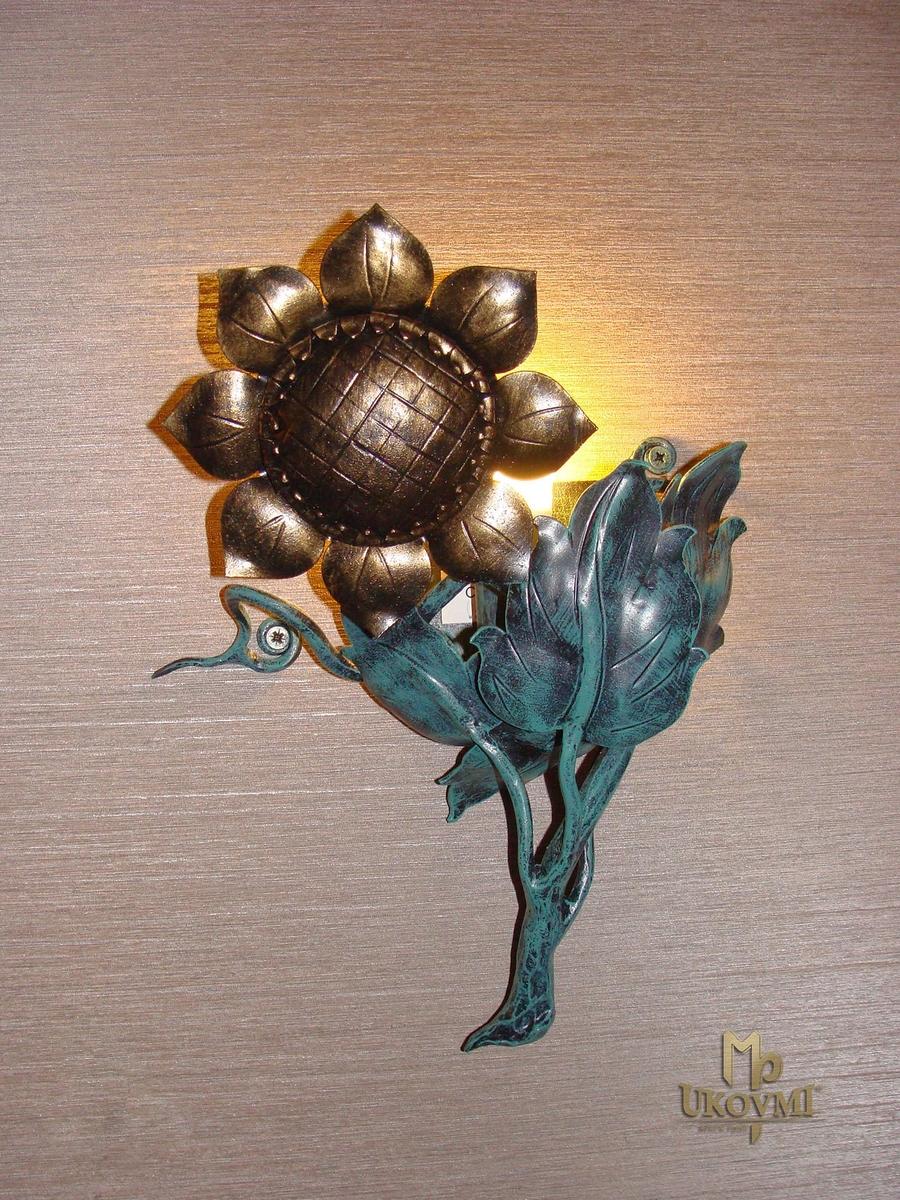 Kované nástenné svietidlo SLNEČNICA I. - interiérové bočné svietidlo
