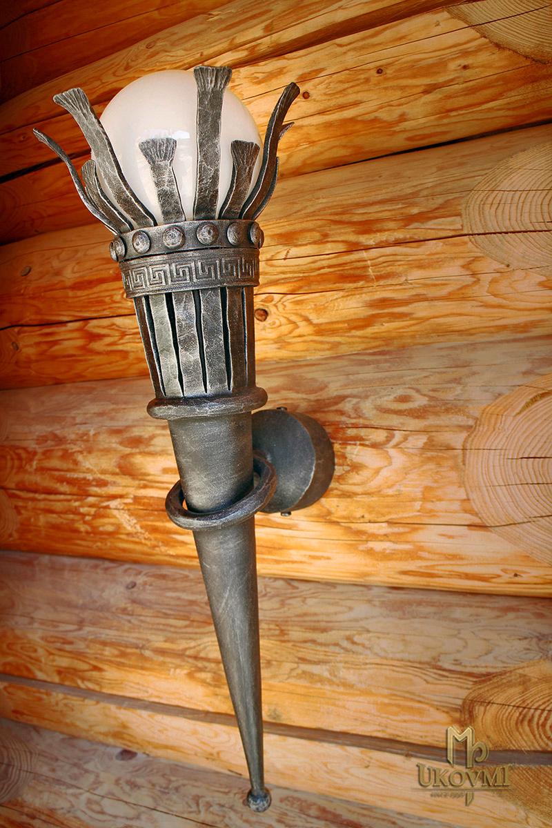 Kovaná nástenná lampa FAKĽA - exteriérové svietidlo
