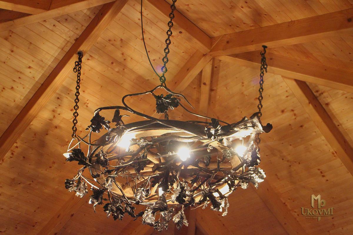 Exkluzívne závesné svietidlo DUB/KOLESO veľký - ručne kovaný luster