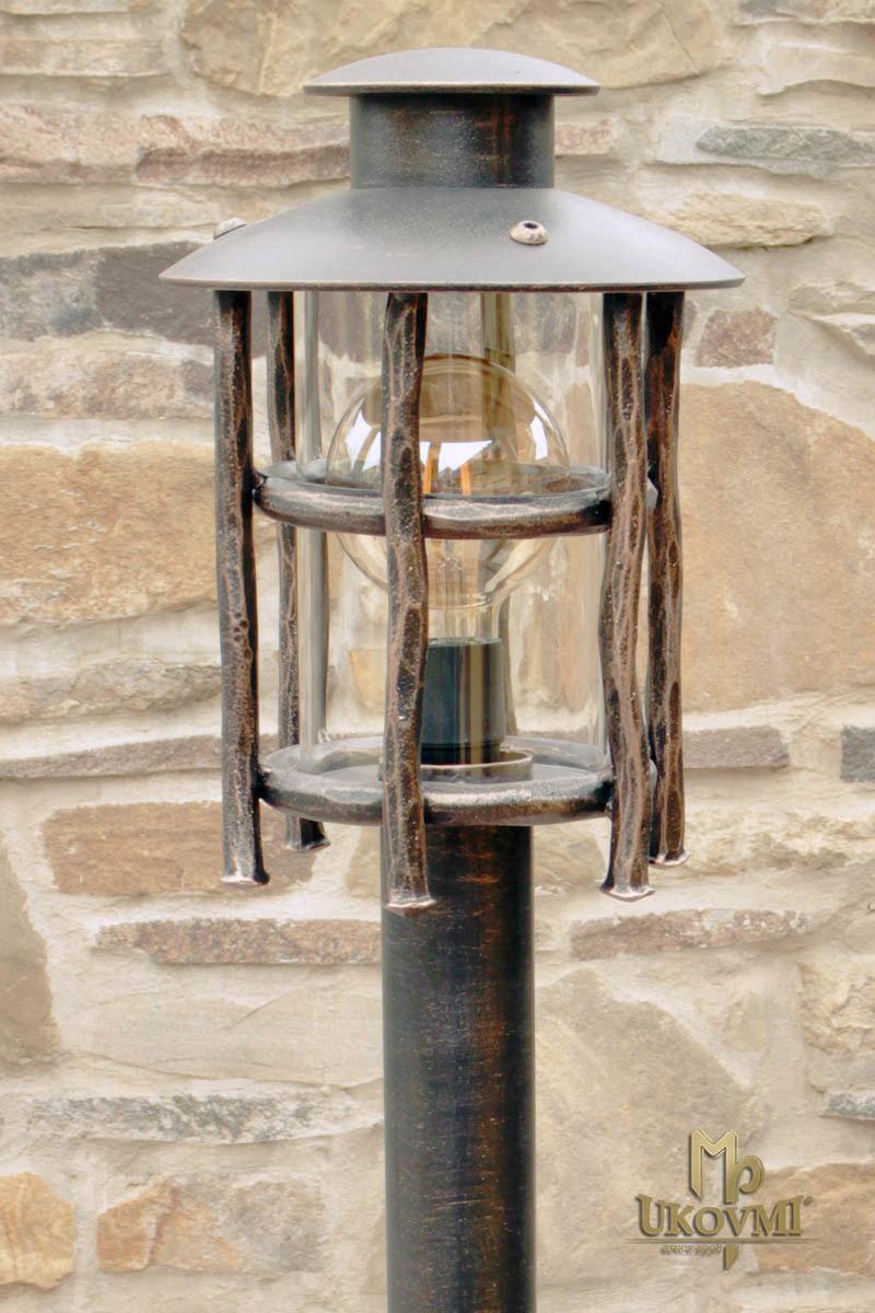 Kované stojanové svietidlo BABIČKA - záhradné svietidlo