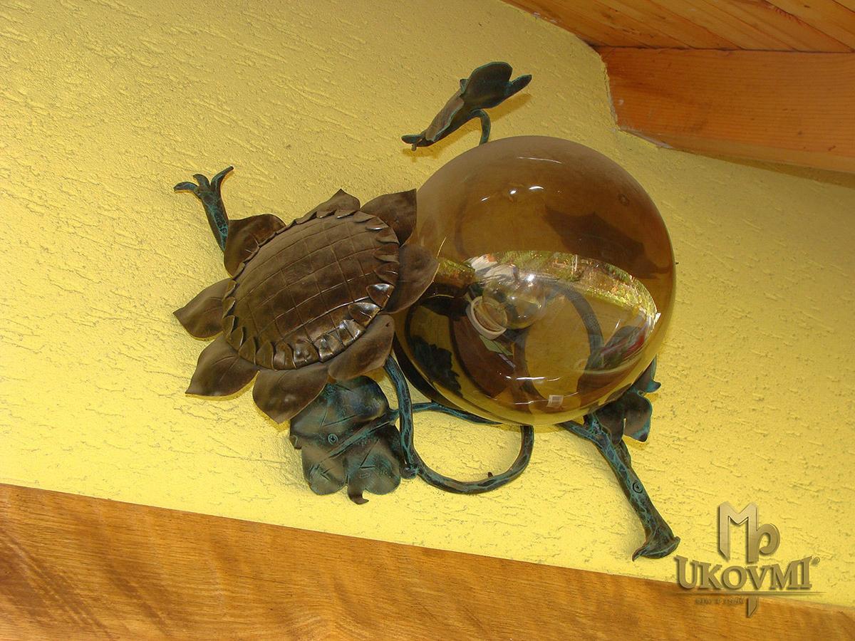 Exteriérové kované svietidlo SLNEČNICA - exkluzívna nástenná lampa