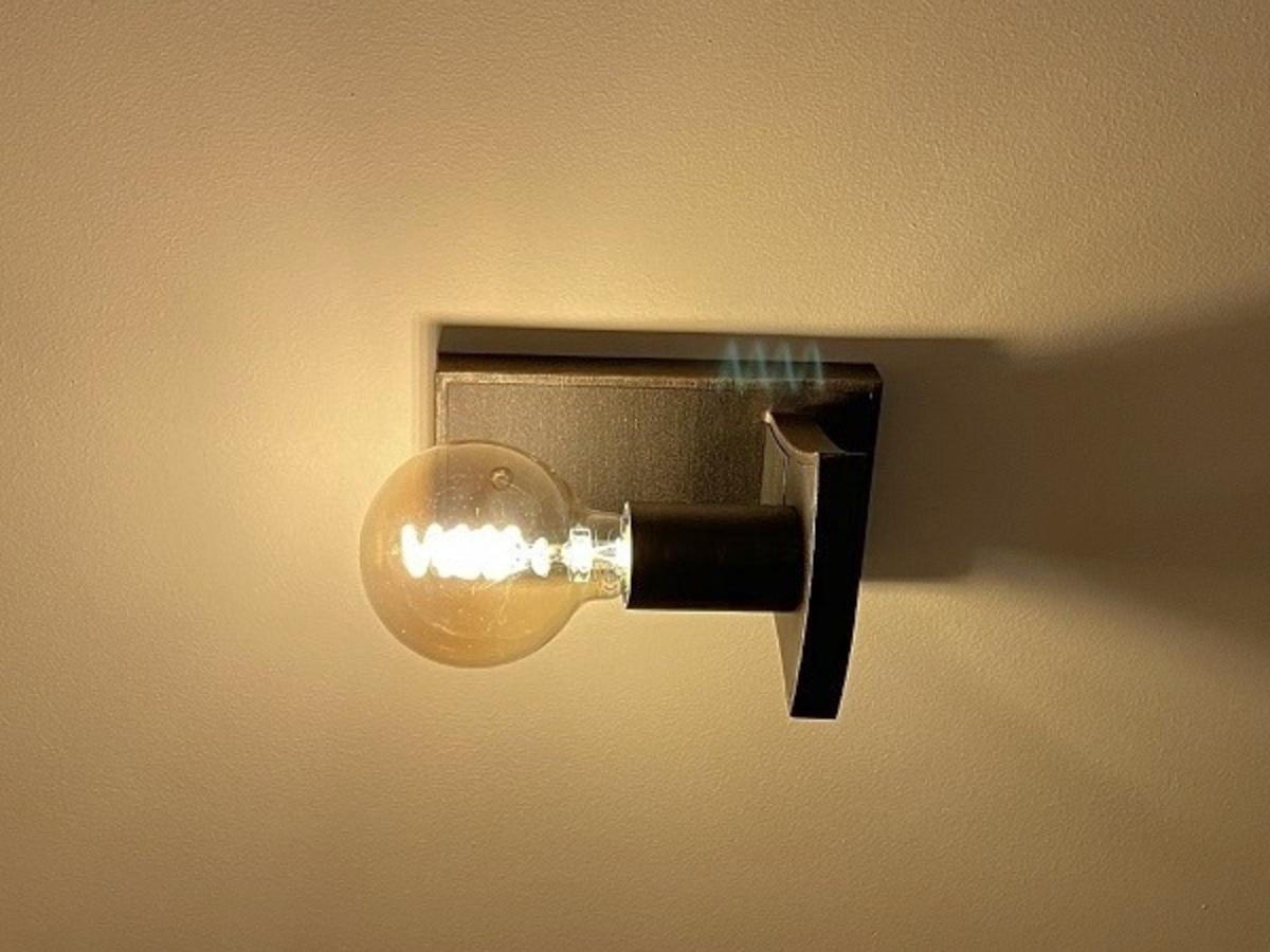 Dizajnová nástenná lampa - moderné kované svietidlo