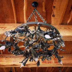 Luxusný kovaný luster DUB/KOLESO malý - umelecké interiérové svietidlo