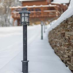 Nasvietenie prístupovej cesty k horskej chalupe exteriérovým stojanovým osvetlením KLASIK - záhradné lampy