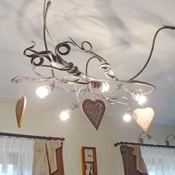 Moderné závesné svietidlo KOREŇ ako šperk v interiéri rodinného domu - luxusné svietidlo s prírodným motívom