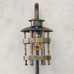Exteriérová nástenná lampa v historickom štýle na bočné osvetlenie domov, garáží, altánkov, terás...