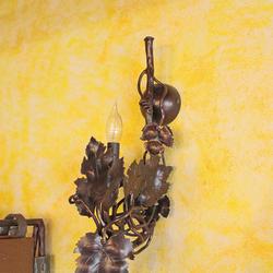 Dizajnové bočné svietidlo do interiéru - exkluzívna lampa je na obrázku v medenej patine