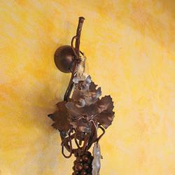 Ručne kovaná lampa VINIČ S HROZNOM - luxusné nástenné svietidlo do interiérových priestorov