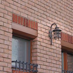 Vonkajšie osvetlenie rodinného domu s ručne kovanými nástennými svietidlami KLASIK - luxusné svietidlá