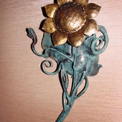 Dizajnové nástenné svietidlá vykované ako slnečnica pre wellness v Grand Hotel Praha - interiérové svietidlá