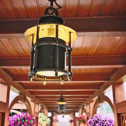 Luxusné závesné svietidlo s tienidlom v rodinnom altánku - ručne kované v UKOVMI pre vonkajšie osvetlenie