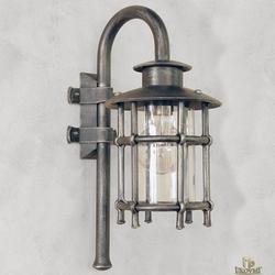 Luxusná exteriérová lampa na bočné osvetlenie budov, altánkov, terás, garáží... Ručne kované svietidlo z UKOVMI