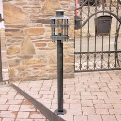 Exteriérové stojanové svietidlo na osvetlenie prístupových ciest, záhrad a parkov - luxusné svietidlo