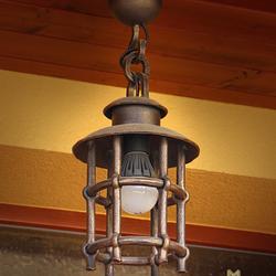 Kované svietidlo KLASIK pri vstupe do rodinného domu - exteriérové svietidlo ručne kované