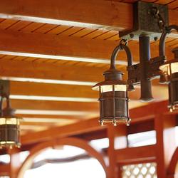 Ručne kované svietidlá KLASIK v medenej patine prispôsobené klientovi - exkluzívne osvetlenie letného altánku
