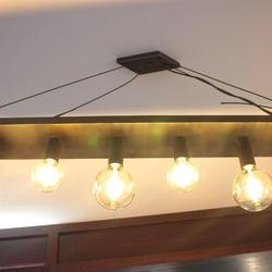 Interiérový luster v modernom prevedení vyrobený v ateliéri umenia a dizajnu UKOVMI