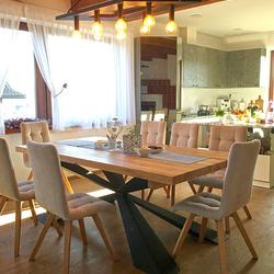 Dizajnové svietidlo v jedálni rodinného domu - moderný luster kosodĺžnikového tvaru vyrobený v UKOVMI