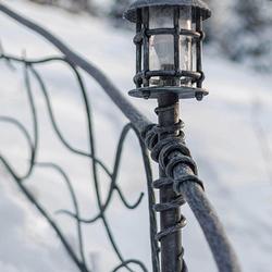 Luxusné zábradlie so zabudovaným osvetlením - dizajnové svietidlá z UKOVMI na chalupe - záhradné svietidlá