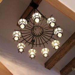 Dizajnový luster BABIČKA navrhnutý a vyrobený pre klienta ako originálne osvetlenie