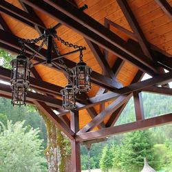 Originálny štvorramenný luster ručne vyhotovený pre penzión v Slovenskom raji - záhradné svietidlo