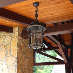 Exteriérové závesné svietidlo KLASIK/T v letnom altánku - ručne kované svietidlo so zárukou kvality