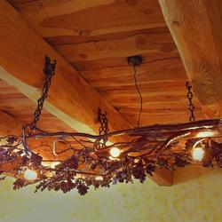 Umelecké kované svietidlo DUB s logom UKOVMI v medenej patine - svietidlo na chalupu, do altánkov...
