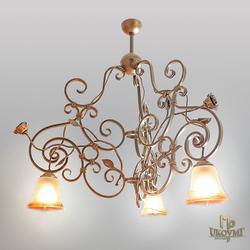 Trojramenný kovaný luster RUSTIKÁL - exkluzívne interiérové  svietidlo s logom UKOVMI