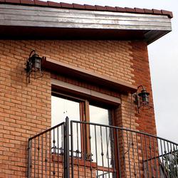 Bočné osvetlenie balkóna na rodinnom dome - luxusné svietidlá KLASIK ZVON