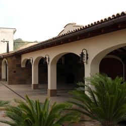 Luxusné svietidlá KLASIK ZVON osvietili dom aj garáže - dizajn svietidiel bol navrhnutý v ateliéri umenia a dizajnu UKOVMI