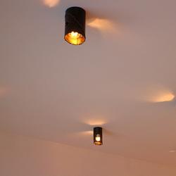 Dizajnové svietidlá ručne vykované v ateliéri umenia a dizajnu UKOVMI - na obrázku je svietidlo v medenej patine