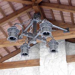 Luxusné ručne vykované štvorramenné svietidlo navrhnuté pre klienta do letného altánku