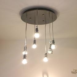 Štýlový luster s moderným dizajnom - interiérové kované svietidlo so širokým využitím