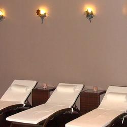 Oddych a relax v hotelovom wellness prináša aj jemné osvetlenie z ateliéru umenia a dizajnu UKOVMI