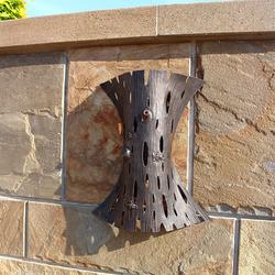 Umelecká lamoa ručne vykovaná v ateliéri dizajnu a umenia UKOVMI pre rodinné sídlo - luxusné svietidlá