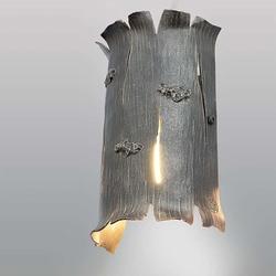 Ručne kované nástenné tienidlo z ateliéru umenia a dizajnu UKOVMI - umelecká lampa - kôra stromu