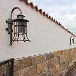 Štýlové exteriérové nástenné lampy ručne vykované do tvaru zvona - exkluzívne svietidlá