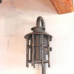 Záhradná nástenná lampa BABIČKA vo vintage štýle - svietidlo pre bočné osvetlenie exteriérových priestorov